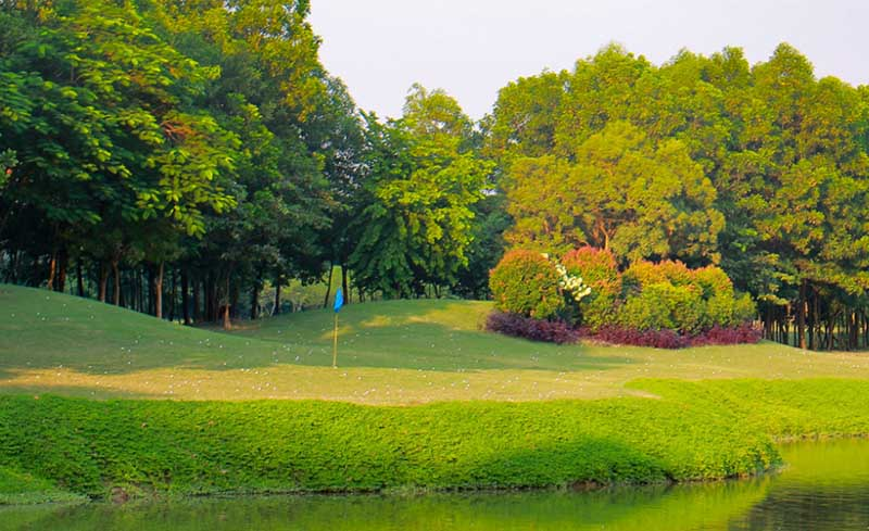 Chi phí chơi golf tại sân golf Ciputra được cập nhật liên tục với nhiều ưu đãi hấp dẫn