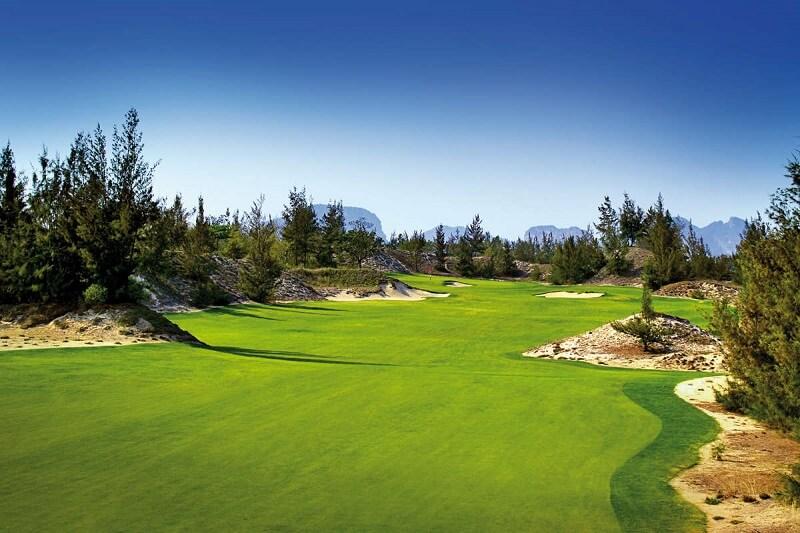 Thảm thực vật xanh ngát, đem tới cho golfer cảm giác bình yên khi chơi golf
