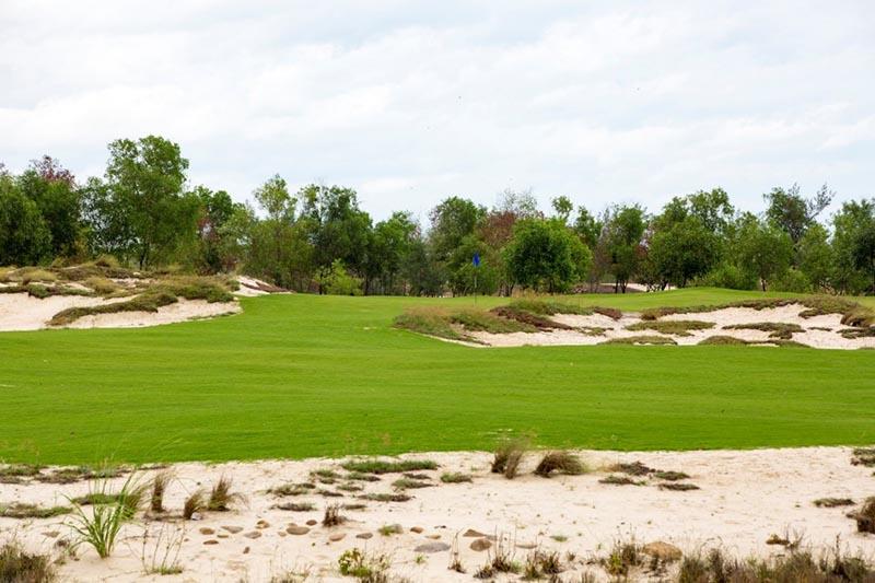 Sân golf Quảng Bình nằm trong quần thể nghỉ dưỡng đẳng cấp 5 sao - FLC Quảng Bình Beach & Golf Resort