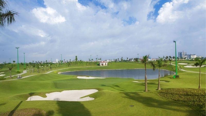 Sân golf Long Biên là một trong những địa điểm chơi golf lý tưởng của nhiều golfer