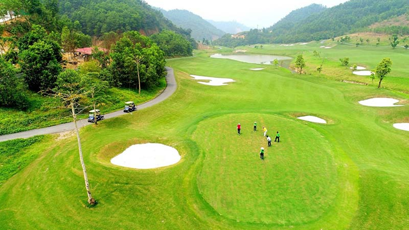 Chi phí chơi tại sân golf Hòa Bình rất hợp lý với nhiều chương trình ưu đãi hấp dẫn