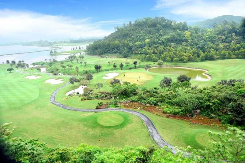 Sân golf Ninh Bình - Hoàng Gia đẹp như bức tranh sơn thủy