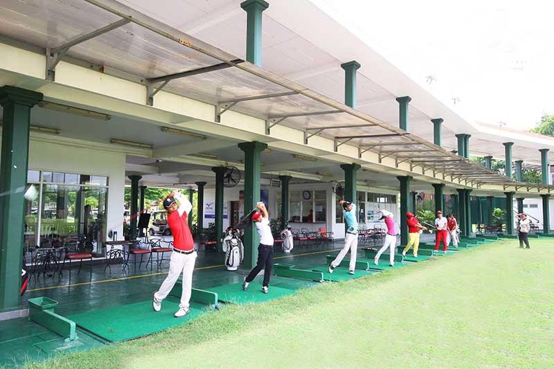 Sân tập golf hiện đại