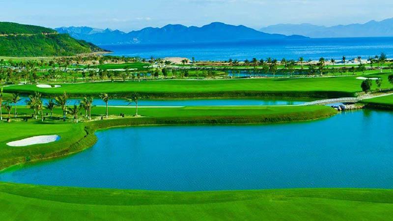 Chi phí chơi golf tại đây được cập nhật liên tục với các chương trình khuyến mại hấp dẫn