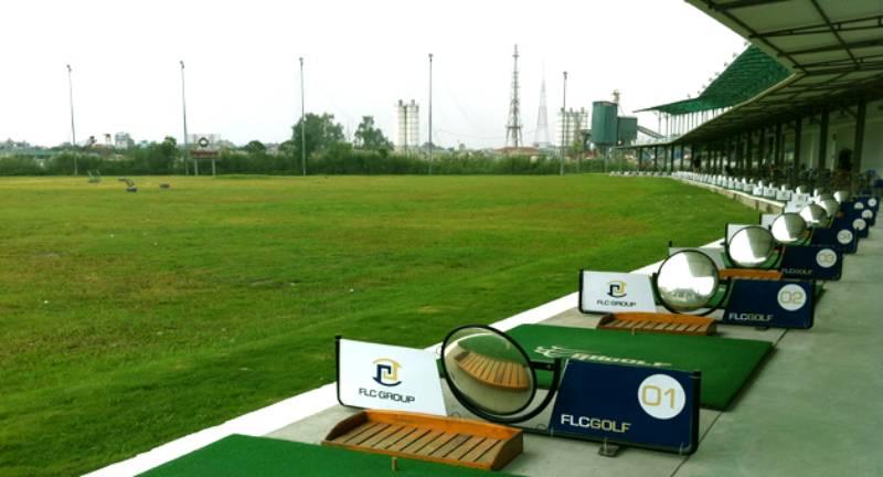 Sân tập đánh golf có thể được làm từ cỏ nhân tạo hoặc cỏ tự nhiên