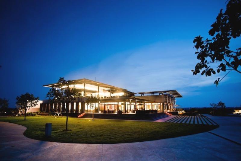 Khu nhà câu lạc bộ tại sân gôn BRG Đà Nẵng hiện đại và sang trọng