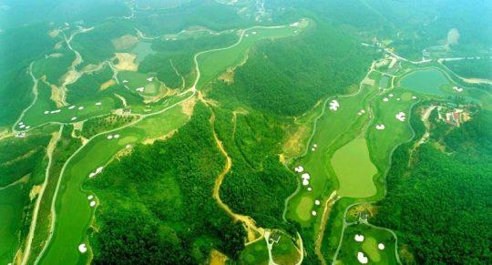 Sân golf Phoenix Golf & Resort sở hữu vẻ đẹp thiên nhiên núi đồi hoang sơ