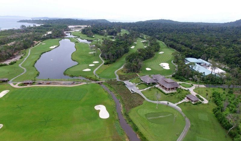 Sân golf sở hữu khung cảnh nên thơ cùng nhiều tiện ích hiện đại
