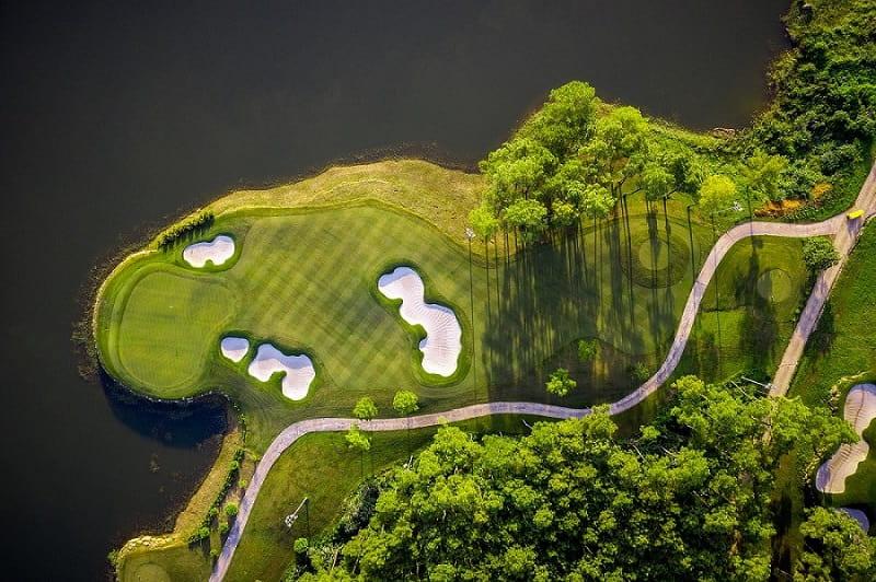 Sân golf Tràng An là trải nghiệm tuyệt vời dành cho các golfer cùng gia đình.