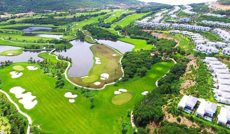 Sân golf Vinpearl Hải Phòng cũng nổi tiếng với khu nghỉ dưỡng cao cấp