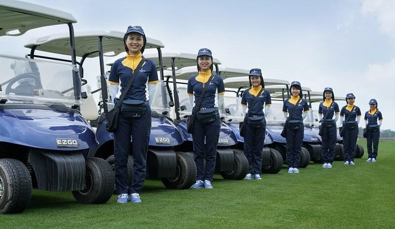 Khi tới Vũ Yên chơi golf bạn sẽ được đội ngũ nhân viên hướng dẫn tận tình