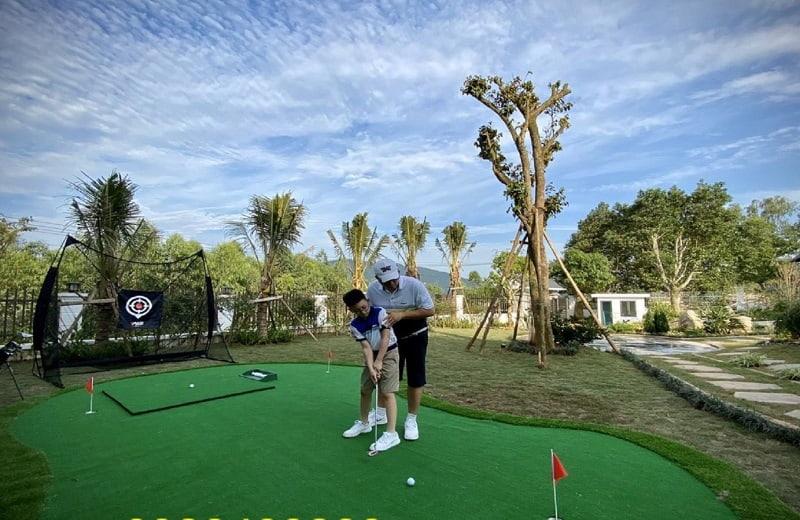 Sân golf mini là khoảng sân tương đối nhỏ được thiết kế trong nhà