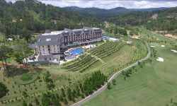 Sân golf Sam Tuyền Lâm có dịch vụ và tiện ích gì? Bảng giá mới nhất 2021