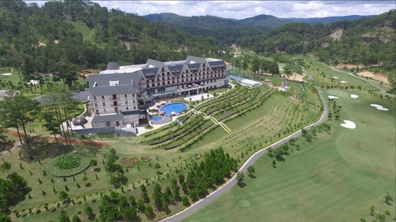 Sân golf Sam Tuyền Lâm nổi tiếng với hệ thống dịch vụ tiện ích