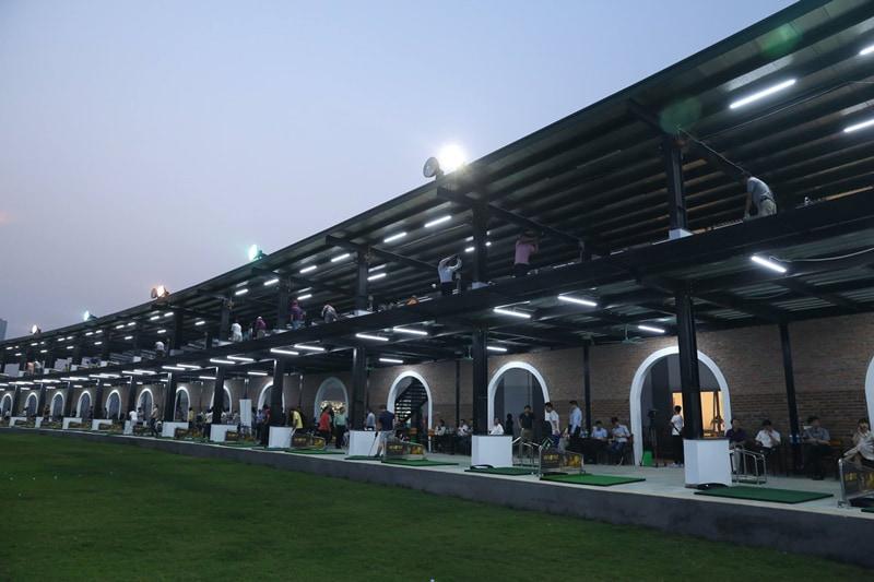Sân tập golf Thanh Hà luôn sẵn sàng phục vụ nhu cầu luyện tập của hàng trăm người chơi mỗi ngày