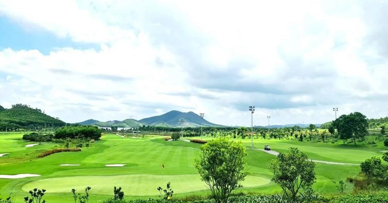 Sân golf Xuân Thành là tổ hợp sân golf, CLB, sân tập và khách sạn 5 sao đạt đầu tiên của Hà Tĩnh.