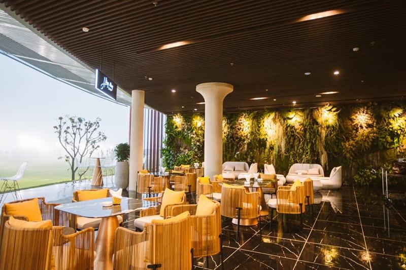 Nhà hàng tại đây có thể chứa đến 500 người cùng một lúc