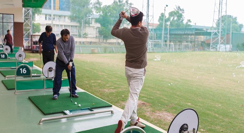 Sân tập golf Mipec được đầu tư trang thiết bị kỹ thuật tiên tiến giúp cho người tập luyện có môi trường tốt nhất