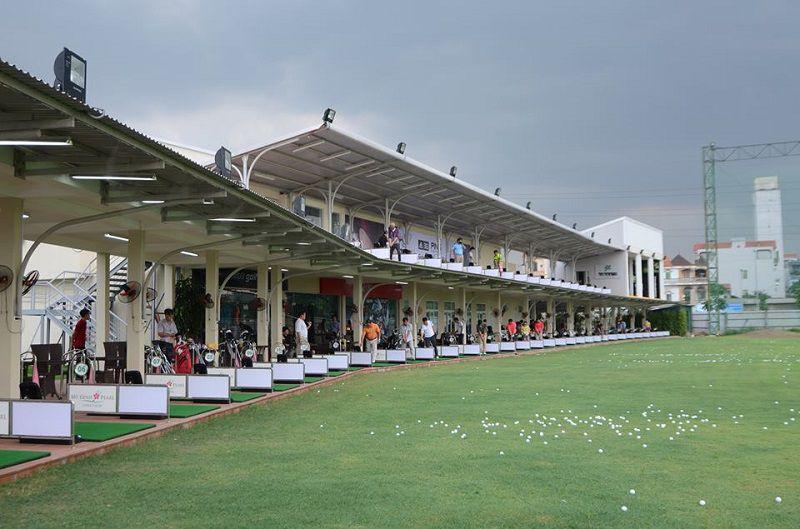 Sân tập golf Mỹ Đình Pearl là một trong những điểm thu hút các tay golf chuyên nghiệp