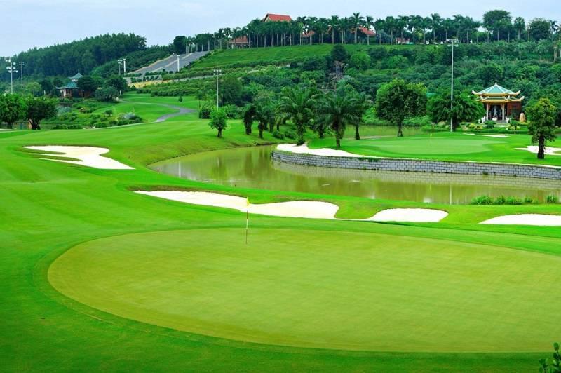 Cỏ trồng trên sân tập golf Rạch Chiếc đều là cỏ có chất lượng cao